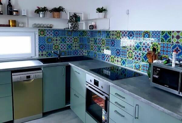 zöld mozaik konyhapanel